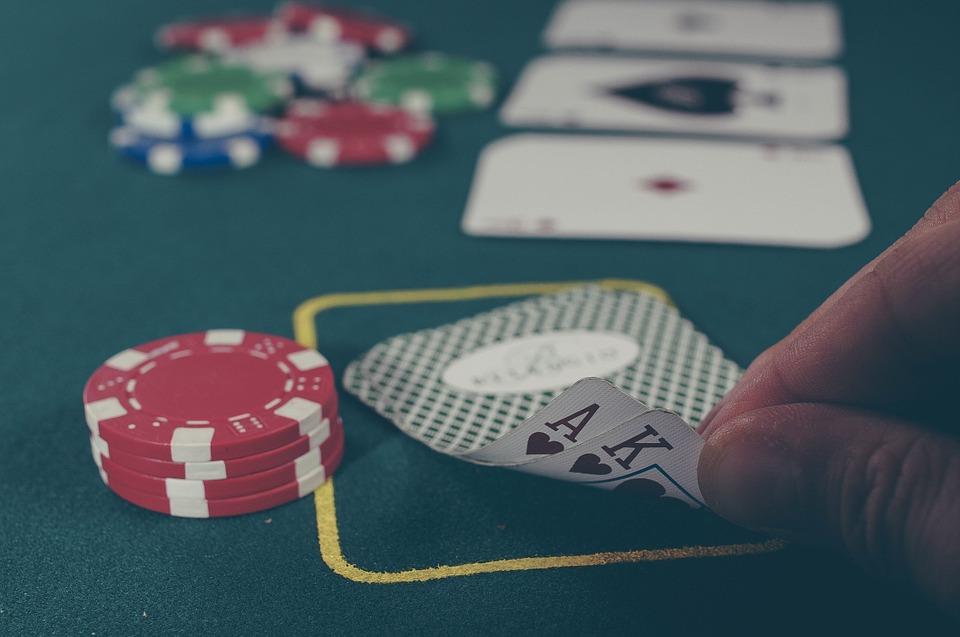 Perbedaan Poker dengan Blackjack